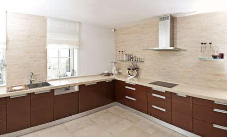 cuisine moderne: Belle et moderne design d'int�rieur de cuisine dans la nouvelle maison Banque d'images