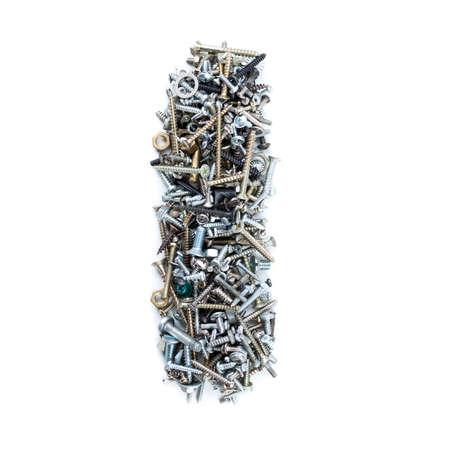 """tuercas y tornillos: Letra """"i"""" hecha de tornillos aislados en fondo blanco"""