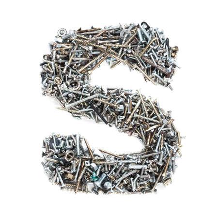 """tuercas y tornillos: Letra """"S"""" hace de los tornillos aislados en fondo blanco Foto de archivo"""
