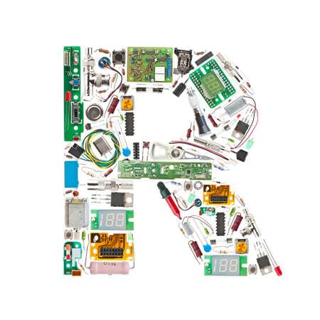 componentes: Letra �r� hecha de componentes electr�nicos aislados en fondo blanco Foto de archivo