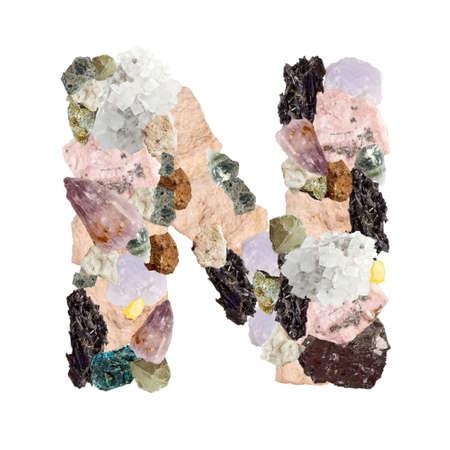 Minerales alfabeto aislado sobre fondo blanco Letra N