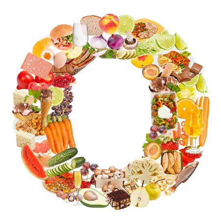 nutrici�n: Letra O hizo de los alimentos aisladas sobre fondo blanco Foto de archivo