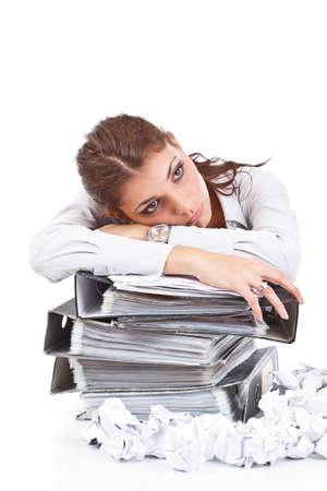 Junge Geschäftsfrau mit Tonnen von Dokumenten Standard-Bild