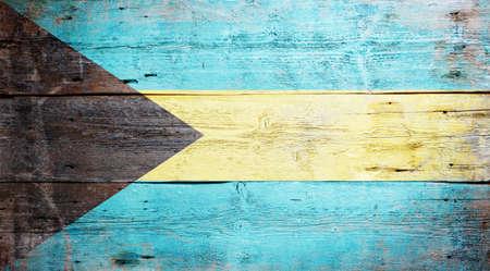 bahamas: Vlag van de Bahama's geschilderd op grungy houten plank achtergrond