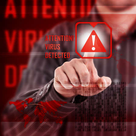 virus informatico: Alerta de virus en la interfaz digital Foto de archivo