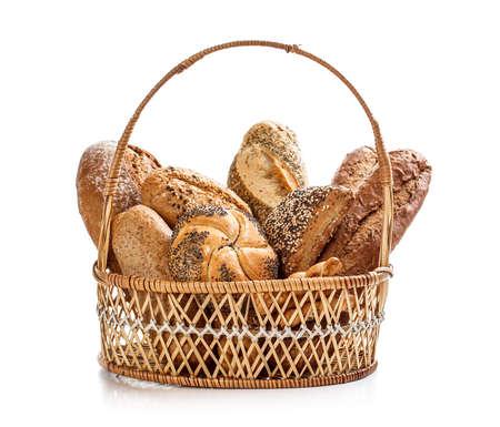canasta de pan: Composición con pan en cesta de mimbre