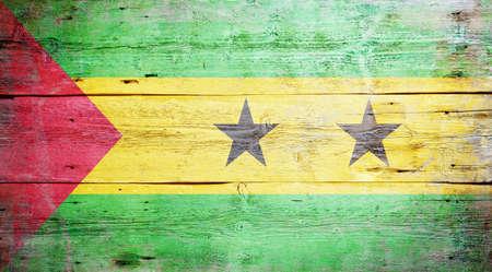 principe: Bandera de Santo Tom� y Pr�ncipe pintado sobre fondo sucio tabl�n de madera Foto de archivo