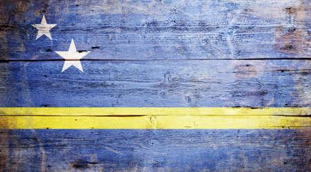 Curacao bayrağı aşınmış ahşap tahta arka plan üzerinde boyalı Stok Fotoğraf