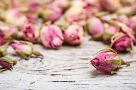 bourgeon: Flower tea rose buds on old wooden table