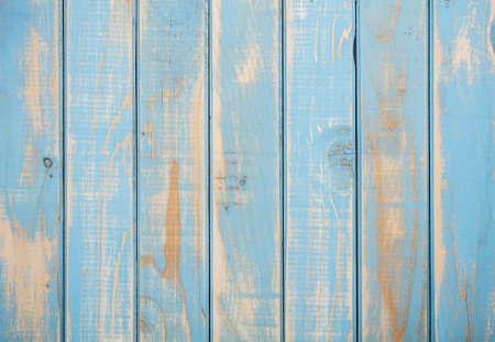 Superficie de madera en mal estado pintado