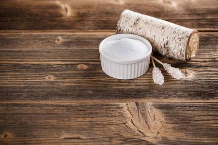 Xylitol in weißen Schale, Platz für Text