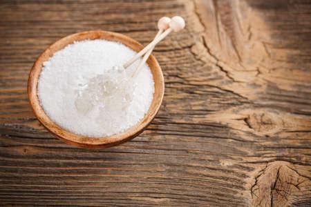 木糖醇在木碗與棍棒糖果糖