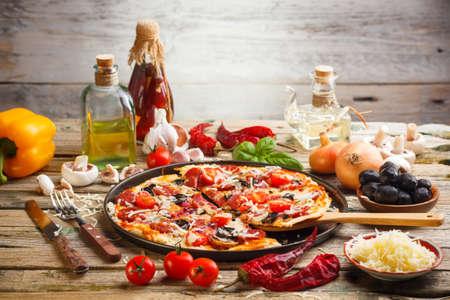 restaurante italiano: Bodegón de pizzas caseras frescas