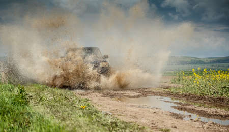 4wd: Off road jeep in mud and dirt splash