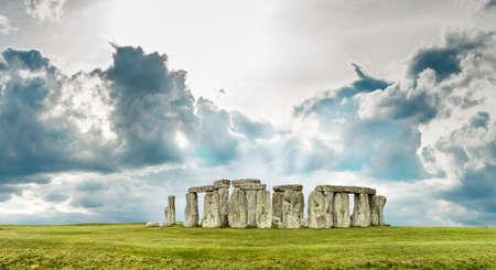 Stonehenge ve Wiltshire, Anglie, Velká Británie