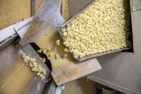 Geautomatiseerde voedsel fabriek maken verse pasta