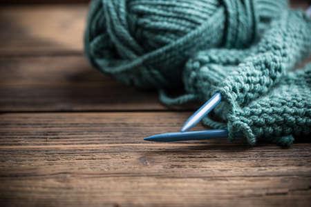 블루 뜨개질 양모와 뜨개질 바늘 스톡 콘텐츠