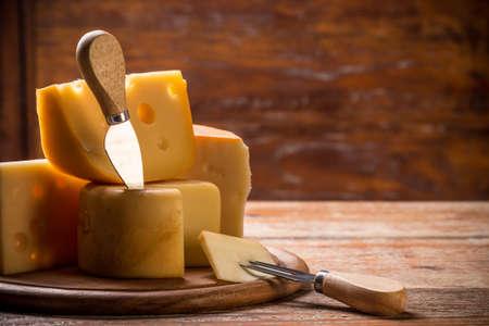queso: Todav�a vida con queso en la tabla de madera