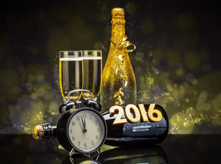 Pezsgős üvegek készen áll, hogy az új évben Stock fotó