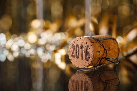 香檳瓶塞新的一年的2016年概念