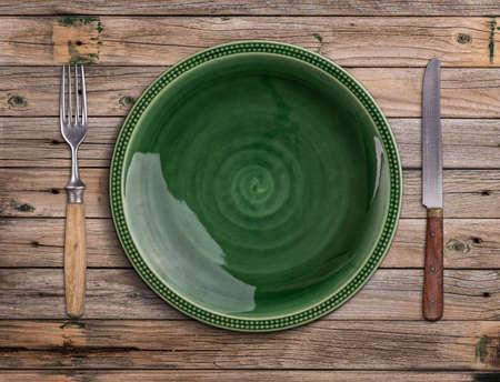 Lege groene plaat op een houten tafel Stockfoto
