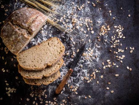 harina: Mixta de centeno y trigo de grano entero pan amargo pan casero