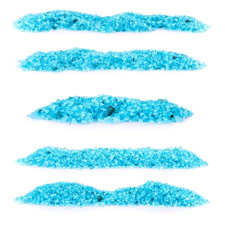 Ustawić stos niebieskim sól do kąpieli na białym tle
