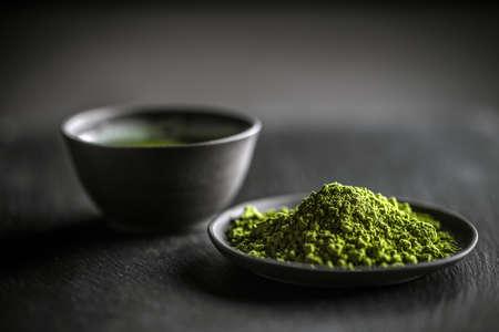 El té verde matcha japonés y polvo de té Foto de archivo - 52126627