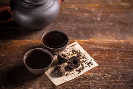 pu: Cups of chinese pu-erh tea on wooden background