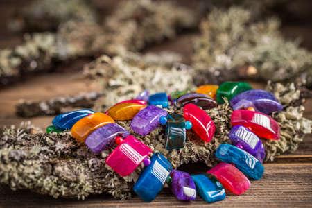 pietre preziose: Collana fatta di pietre semi preziose colorate