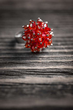 edelstenen: Ring with small red gemstones Stockfoto