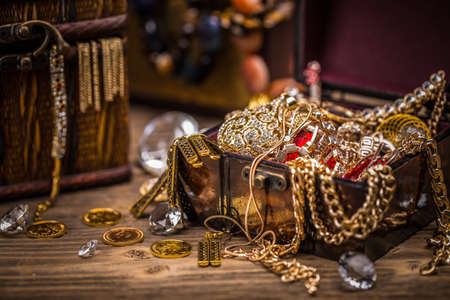 treasure trove: Pirate treasure chest full of jewellery Stock Photo
