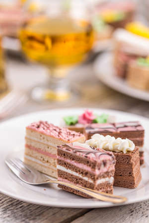 chocolaty: Small cakes with different cream