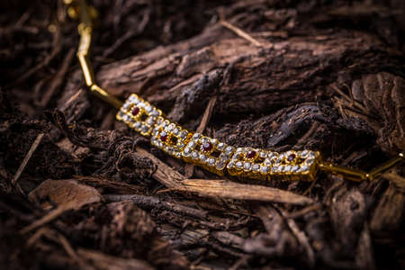 ladylike: Goldplated necklace with small rhinestones