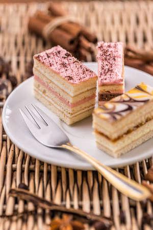 chocolaty: Layered cakes with different cream
