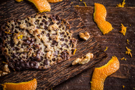 brittle: Moskauer made of nuts and candied orange brittle cake