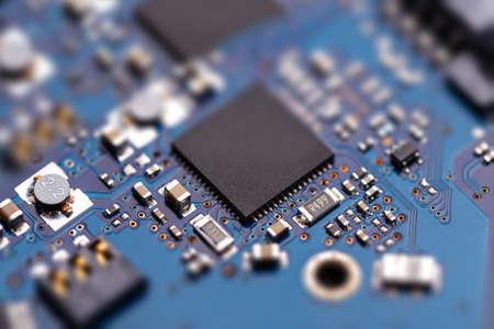 Semiconducteur puce / microprocesseur intégré sur bleu carte de circuit Banque d'images - 64106554