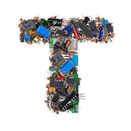 Lettre T faite de composants électroniques isolés sur fond blanc Banque d'images - 87598991