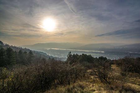 Valle del Danubio nella luce della sera tardi Archivio Fotografico