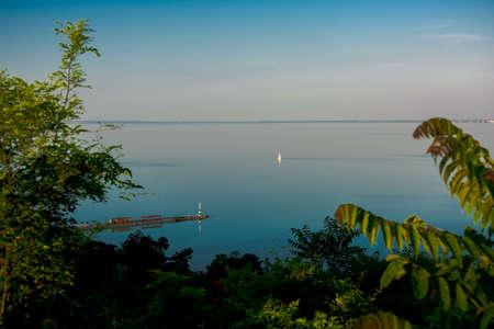 Lago Balaton e barca a vela Archivio Fotografico