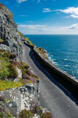 single track: Single Track Coast Road at Slea Head in Ireland
