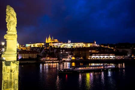 Illuminated Saint Vitus Cathedral, Hradcany Castle And River Moldova In The Night In Prague In The Czech Republic Foto de archivo
