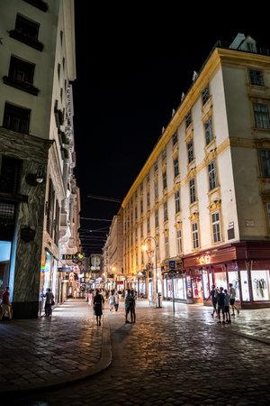 VIENNA, AUSTRIA - AUGUST 12, 2020: Tourists Walking On Illuminated Street In The Night In The Inner City Of Vienna In Austria Redakční