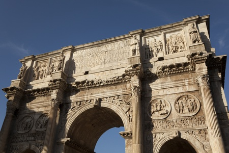 constantino: The Arch of Constantine by the colosseum, Rome