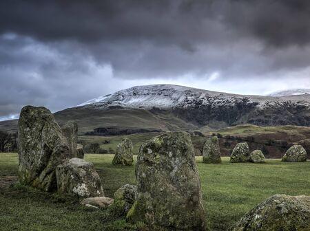 steencirkel: Castlerigg steencirkel in de buurt van Keswick Cumbria in de winter