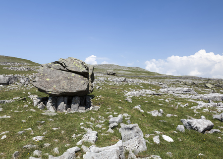 erratic: Norber erratics at Crummack Dale in the Yorkshire Dales Stock Photo