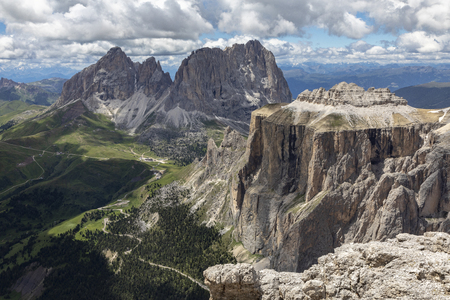 Die Sella-Türme in den italienischen Dolomiten aus Sass Pordoi Terrazza delle Dolomiti