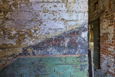 Innenraum des verlassenen Mühlengebäudes Wanddetail