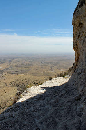 Hot summer day: Beautiful hiking trail leads to Guadalupe Peak / Highest Mountain in Texas / 2667 m / 8751 ft 免版税图像
