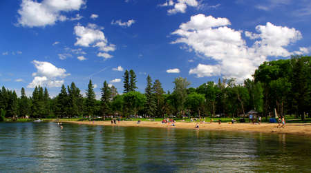 At the beach on a sunny day in Riding Mountains National Park in Canada / Wasagaming Foto de archivo